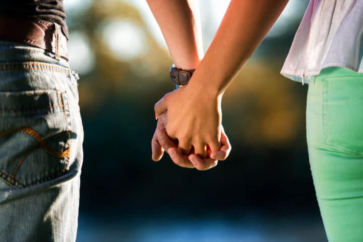 Holding hands can sync brainwaves, ease pain, study shows